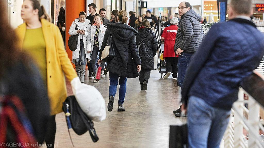 W związku z dniem wolnym 12 listopada centra handlowe zmniejszą swoje obroty. Problemy będą dotyczyć jednak także wielu innych gałęzi gospodarki