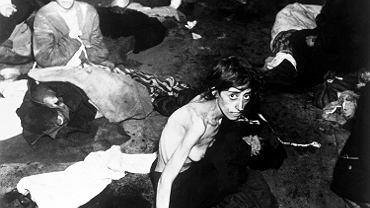 Romskie kobiety po wyzwoleniu obozu koncentracyjnego w Bergen-Belsen, kwiecień 1945