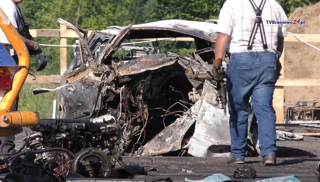 Tragiczny wypadek w Braniewie. Nie żyje 27-latek, który spłonął w pożarze auta.