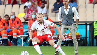 Tymoteusz Puchacz i Paulo Sousa podczas meczu Polska - Hiszpania na Euro 2020