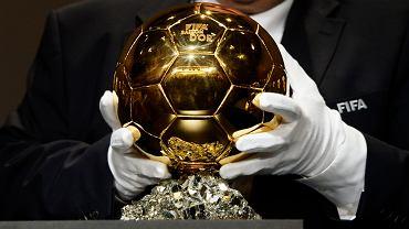 Złota Piłka na moment przed wręczeniem. Kolejna powędruje do Messiego lub C. Ronaldo (lub kogoś innego) za rok
