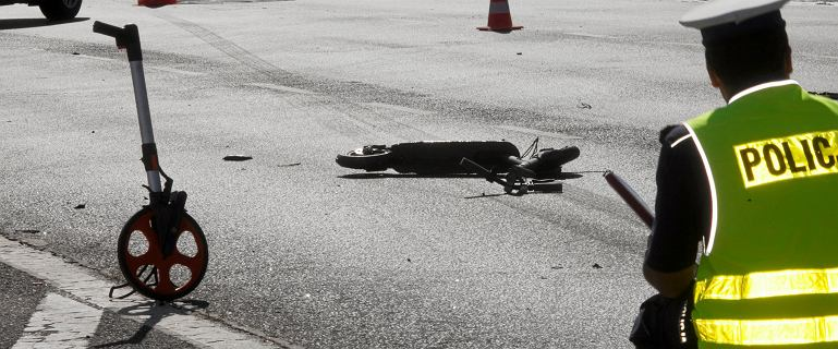 Śmiertelny wypadek we Wrocławiu. Jadący na hulajnodze uderzony przez SUV-a