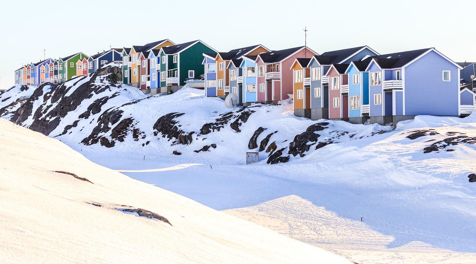 Lato na Grenlandii trwa 2 miesiące. Temperatura oscyluje wtedy wokół 10 stopni Celsjusza