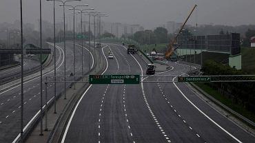 Nowy, jeszcze nie oddany odcinek Trasy S2 nad ulica Puławską