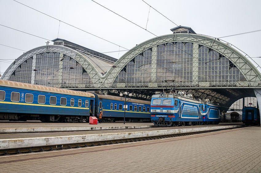 Dworzec kolejowy we Lwowie.