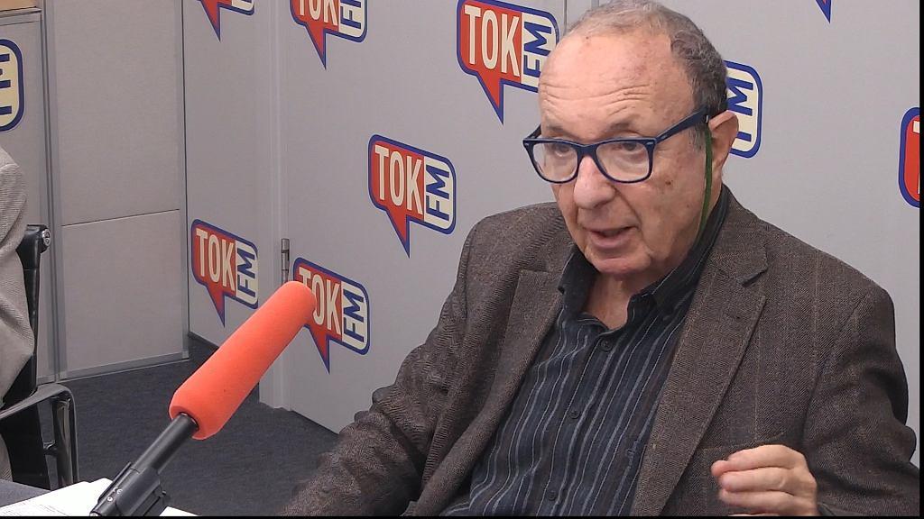 Daniel Passent w studiu TOK FM.