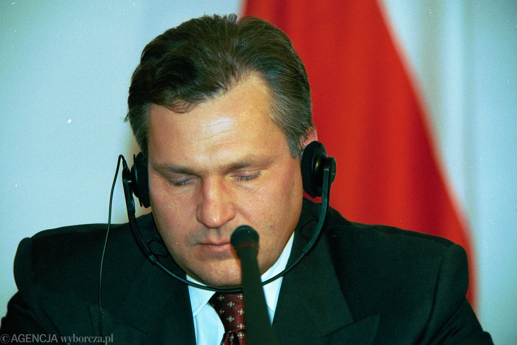 Aleksander Kwaśniewski podczas spotkania z prezydentem Litwy Valdasem Adamkusem w 1998 roku