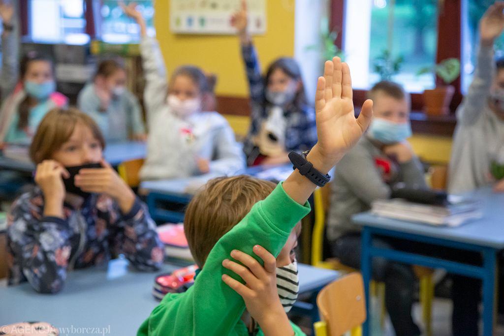 Rząd nie chce zamykać szkół. Myśli o innych obostrzeniach (zdjęcie ilustracyjne)