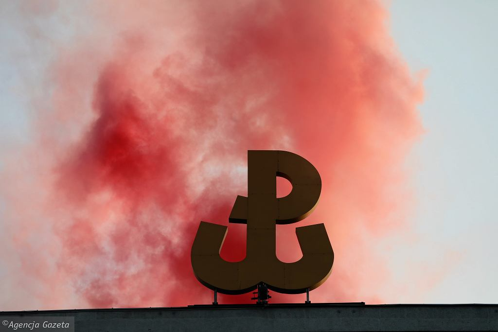 YUroczystosc w Warszawie z okazji 74 . rocznicy zdobycia przez powstancow budynku PAST - y