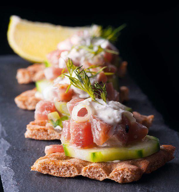 Kanapki z tuńczykiem i ogórkiem