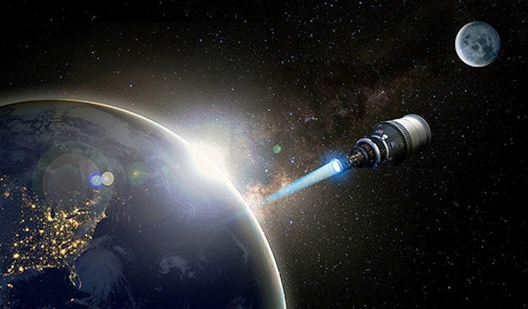 Wizualizacja przedstawiająca statek kosmiczny napędzany silnikiem nuklearnym