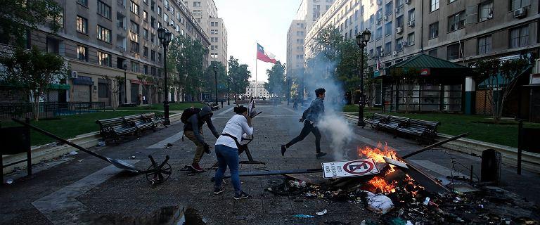 Chile. Pięć ciał w spalonej fabryce. Walki po podwyżce cen biletów