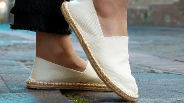 Reserved wyprzedaje hitowe buty za niecałe 20 zł. 'Wyglądają super'. Podobne kupisz też w H&M (zdjęcie ilustracyjne)