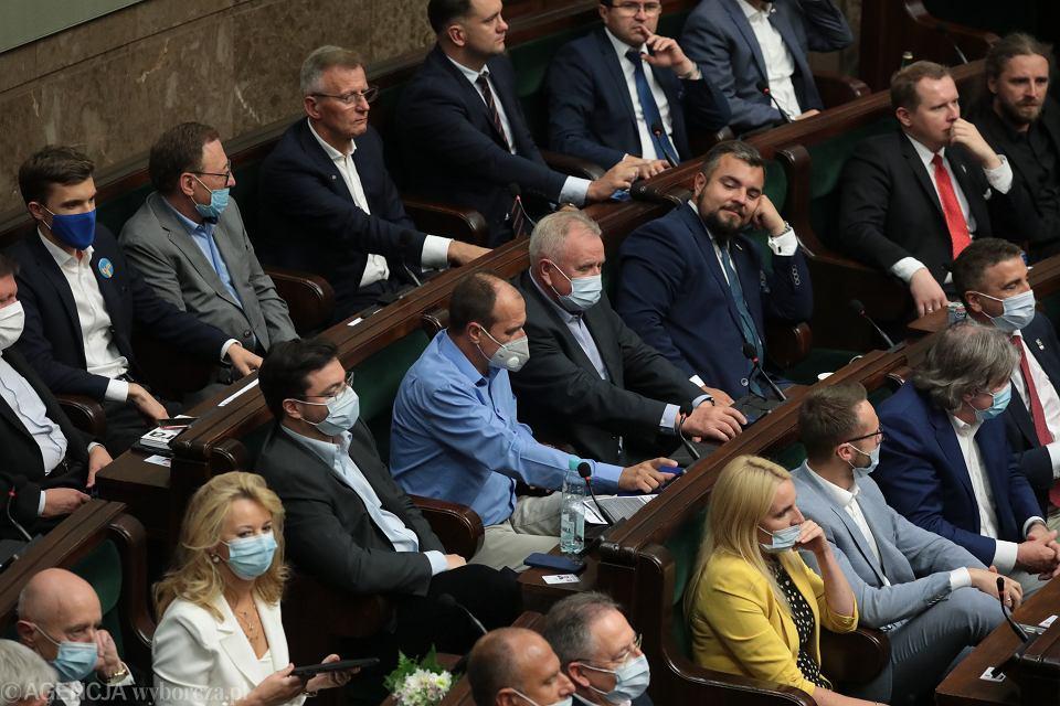 Paweł Kukiz głosuje po zmianie zdania