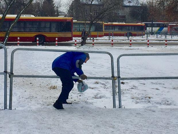 Barierki przy Metro Wilanowska