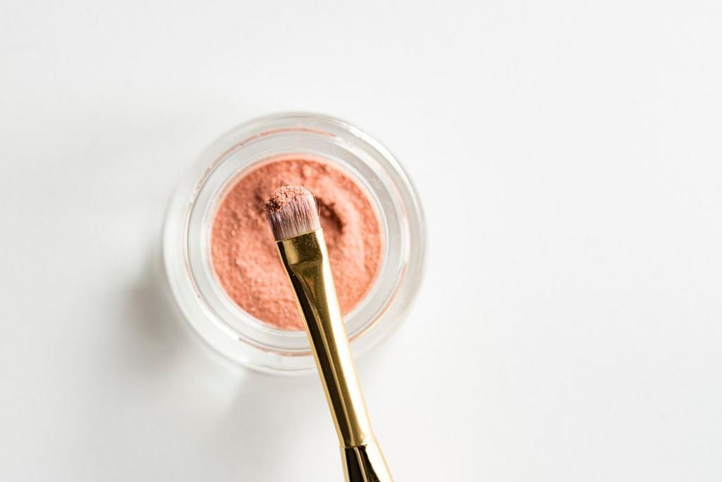 Jak korzystać z kosmetyków do testowania w drogerii, by było higienicznie?