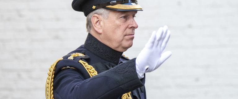 Książę Andrzej rezygnuje z pełnienia obowiązków członka rodziny królewskiej