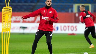 Arkadiusz Milik podczas treningu przed meczem towarzyskim w pilce noznej Polska - Ukraina .