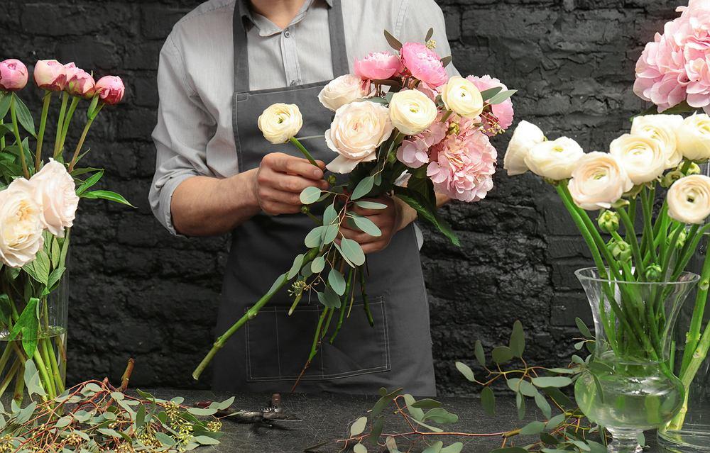 Kwiaty na imieniny to zawsze miły gest. Zdjęcie ilustracyjne