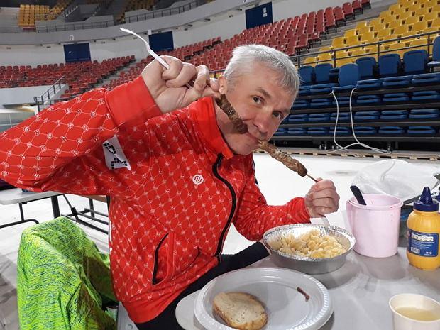 Zdjęcie numer 2 w galerii - Polak walczy o zwycięstwo w najbardziej morderczym biegu w Europie! Ogromna przewaga, ale też coraz większe problemy ze zdrowiem.