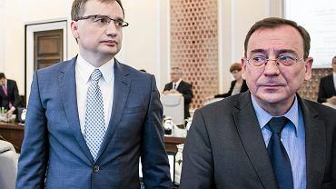 Minister Sprawiedliwości Zbigniew Ziobro i minister koordynator służb specjalnych Mariusz Kamiński (fot. Adam Stępień/AG))