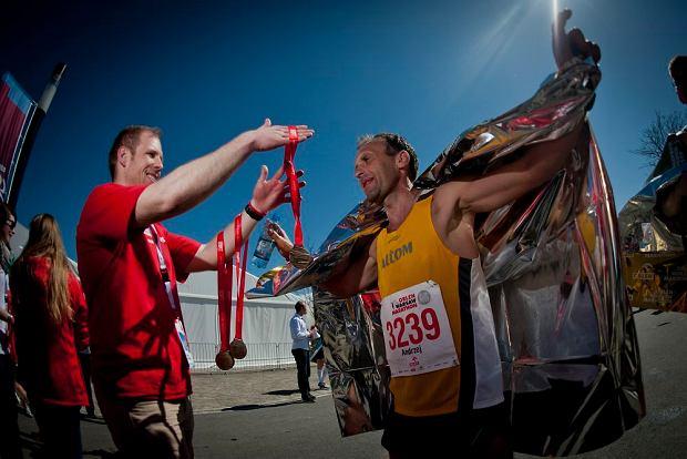 Strefa medali - do mety Orlen Warsaw Marathonu dotarło prawie 4000 osób.