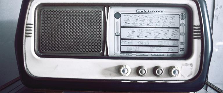 Małe, przenośne radioodbiorniki - idealne na działkę lub do biura