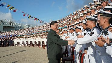 Chiny. Uroczyste wejście do służby lotniskowca Shandong. Na zdjęciu Xi Jinping, przywódca Chin.