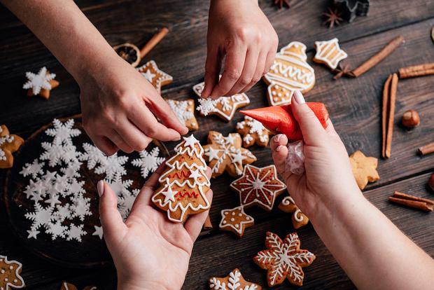 Pierniczki dla dzieci. Jak przygotować świąteczne pierniki? [PRZEPIS]