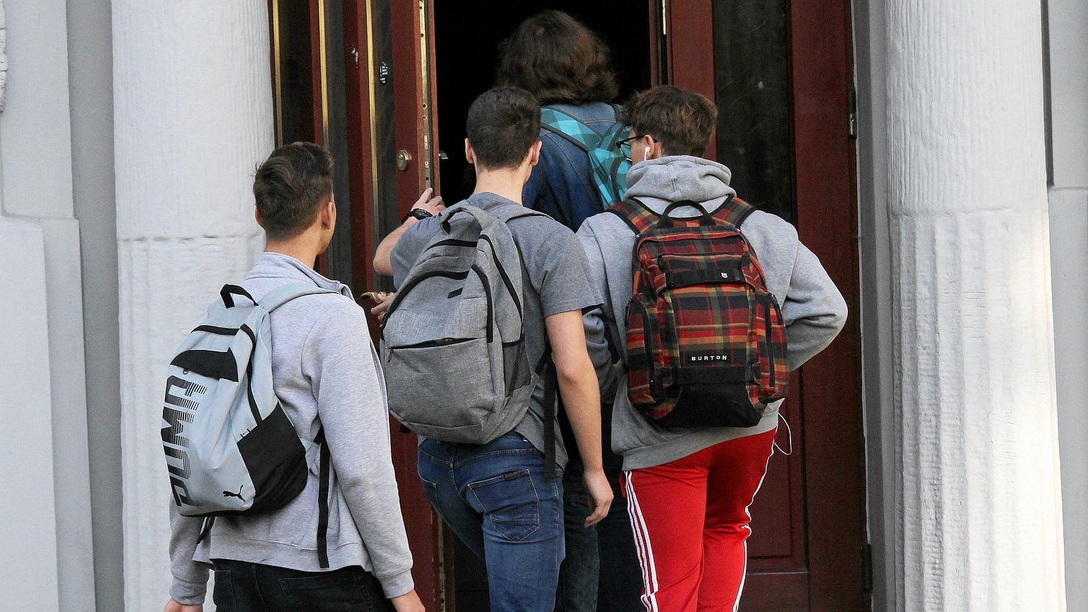 Uczniowie przed rozpoczęciem zajęć