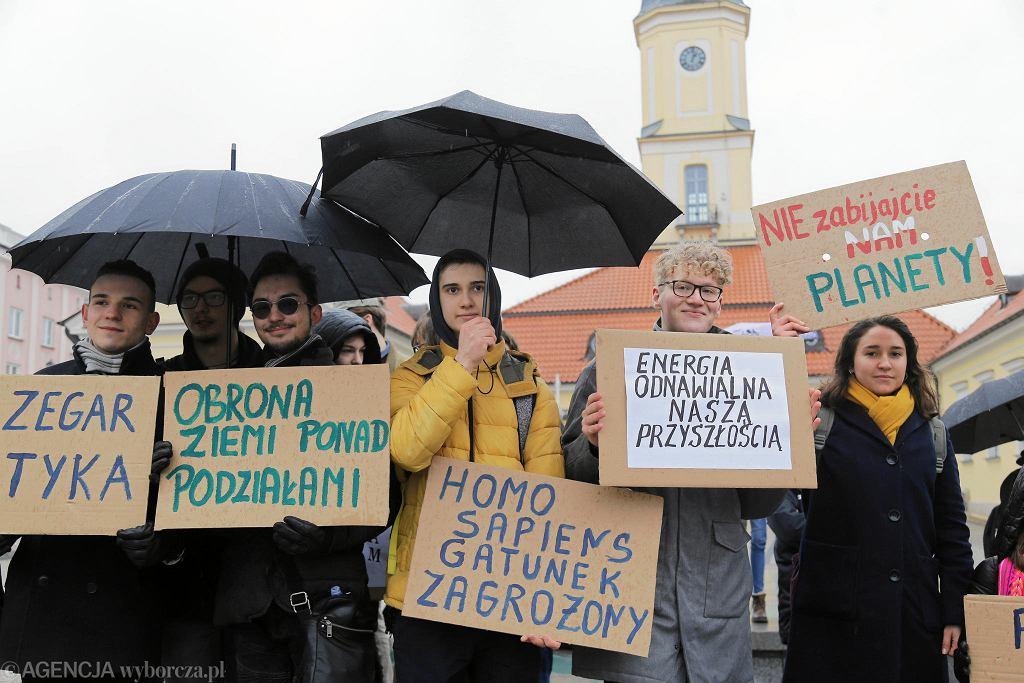 Młodzieżowy Strajk Klimatyczny na Rynku Kościuszki w Białymstoku