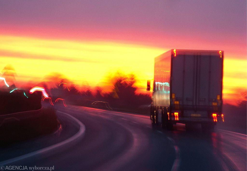 W ostatniej chwili Parlament Europejski odłożył głosowanie nad pakietem mobilności, który miał wprowadzić przepisy niekorzystne dla przewoźników drogowych z Polski i innych państw Europy Środkowo-Wschodniej.