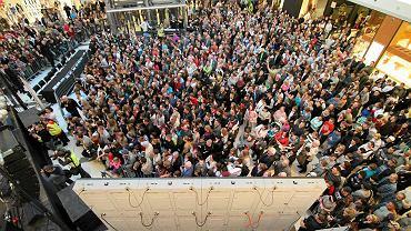 Marzec 2012 r. Tłumy kibiców zebrały się w Plazie na prezentacji żużlowców Unibaksu