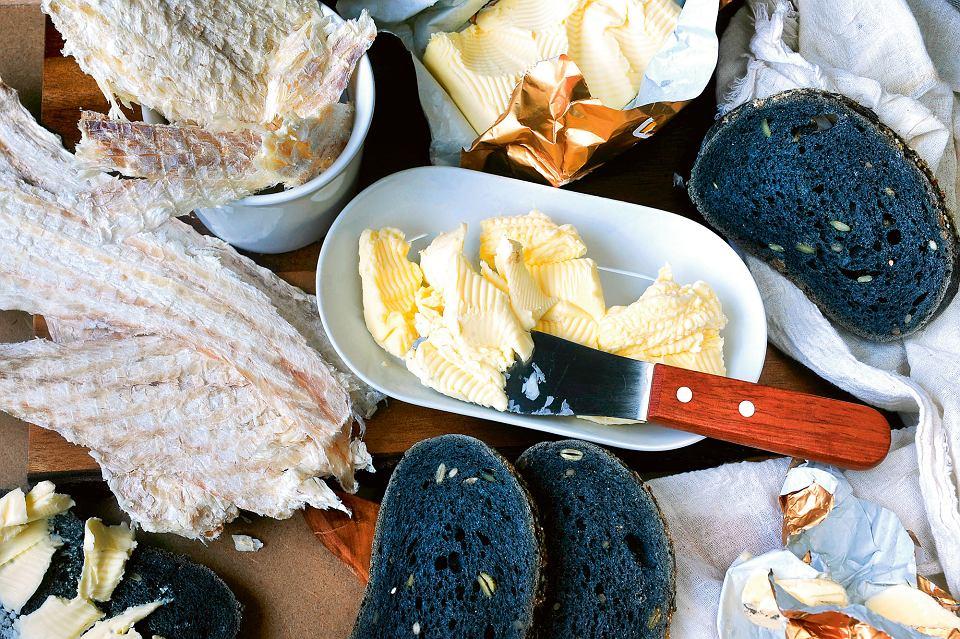 Zdjęcie numer 1 w galerii - Modny skyr, chleb z wulkanu, pieczony maskonur i... zgniły rekin. Islandzkie przysmaki pod lupą