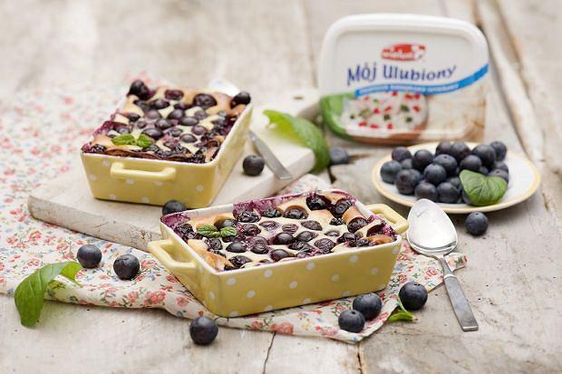 Czereśnie lub jagody zapiekane pod twarogowym ciastem a la clafoutis