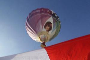 Solidarni z Białorusią.W Białymstoku wypuszczono balon z flagą biało-czerwono-białą