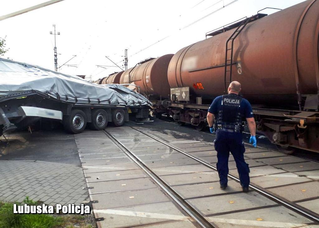 Wypadek na przejeździe kolejowym w Świebodzinie