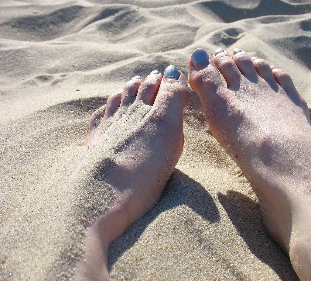 Piasek na stopach