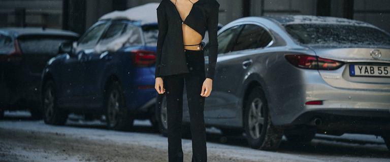 Czarne jeansy wyszczuplają i stanowią świetną bazę do stylizacji! Te modele to HIT!