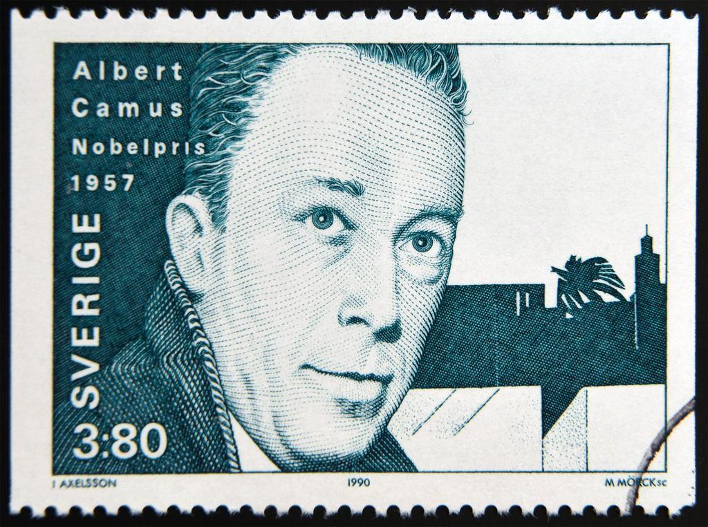 Książki o epidemiach - 'Dżuma', autorstwa Alberta Camusa stała się bardzo popularna. Zdjęcie ilustracyjne, neftali/shutterstock.com