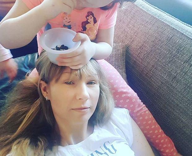 """Córka Anny Guzik sama obcięła sobie włosy. Efekt? Do przewidzenia. """"Mam w domu czeskiego piłkarza"""""""
