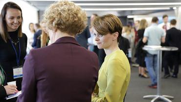 Minister Jadwiga Emilewicz na targach pracy w Londynie