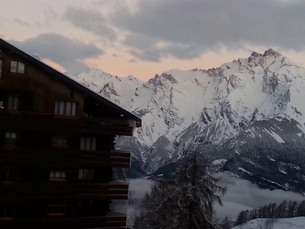 widok na górskie szczyty