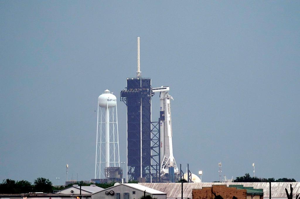 Misja NASA i SpaceX Demo-2. Rakieta Falcon 9 i kapsuła Crew Dragon.