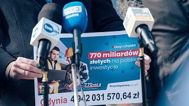 Konferencja prasowa polityków PiS dotycząca środków unijnych, które Polska ma otrzymać z Funduszu Odbudowy. Gdynia, 01.05.2021 r.
