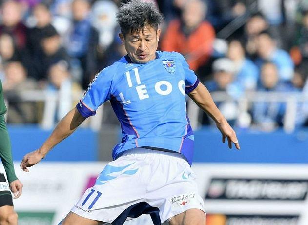 Kazuyoshi Miura strzela gola i bije rekord świata (Yohei Fukai / AP)