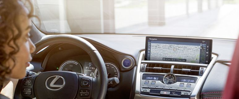 Hybryda czy benzyna - co wybrać? Porównujemy dwie wersje Lexusa NX