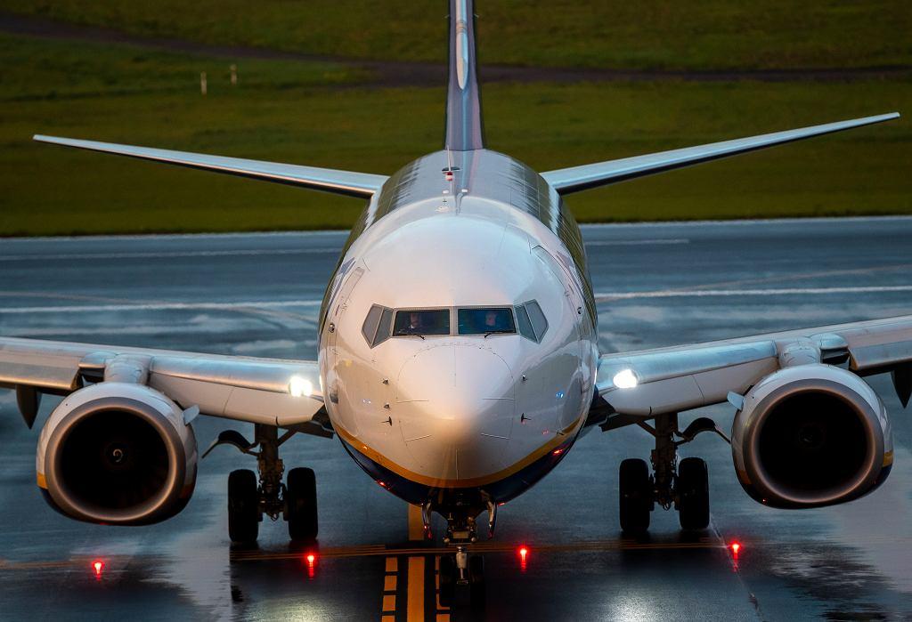 Samolot linii Ryanair / lotnisko w Wilnie