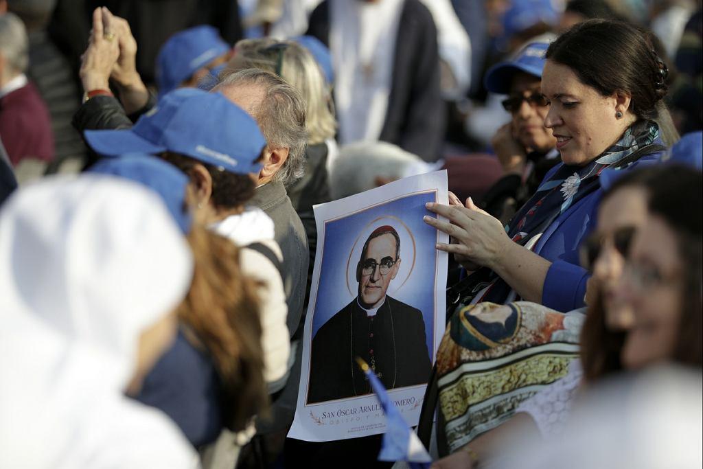 Paweł VI ogłoszony świętym. Papież Franciszek kanonizował też zamordowanego arcybiskupa Oscara Romero