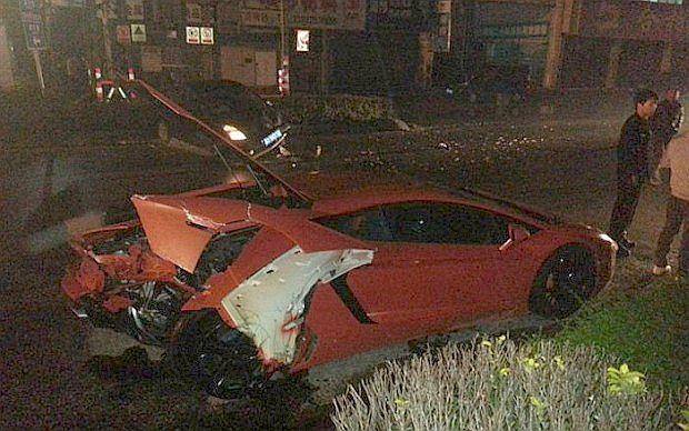 Tu widać, że karoseria Aventadora jest dosyć mocno zniszczona
